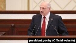 Лукашенко побажав Зеленському «міцного здоров'я і здійснення всіх планів»