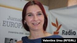 Ana Revenco în studioul Europei Libere de la Chișinău