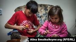 Marlen (Suleyman) Asanovnıñ balaları – Said (11 yaşında) ve Safiye (4 yaşında)