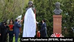 Открытие бюста герою СССР Дуйшонкулу Шопокову в городе Волоколамске Московской области. 2015 год
