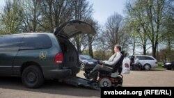В республике во многих местах есть пандусы для колясок, но нужна специальная программа подготовки людей, которые работают в сфере обслуживания