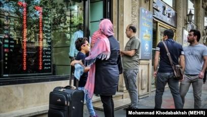 Iran bans sale of foreign currencies at exchange bureaus