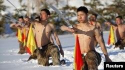 Тренировка китайских пограничников на границе с Россией