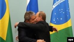 Brazilian President Luiz Ignacio Lula da Silva (left) and Russian Prime Minister Vladimir Putin in Moscow on May 14.