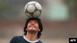 Диего Марадона 1960-жылы 30-октябрда Аргентинада төрөлгөн