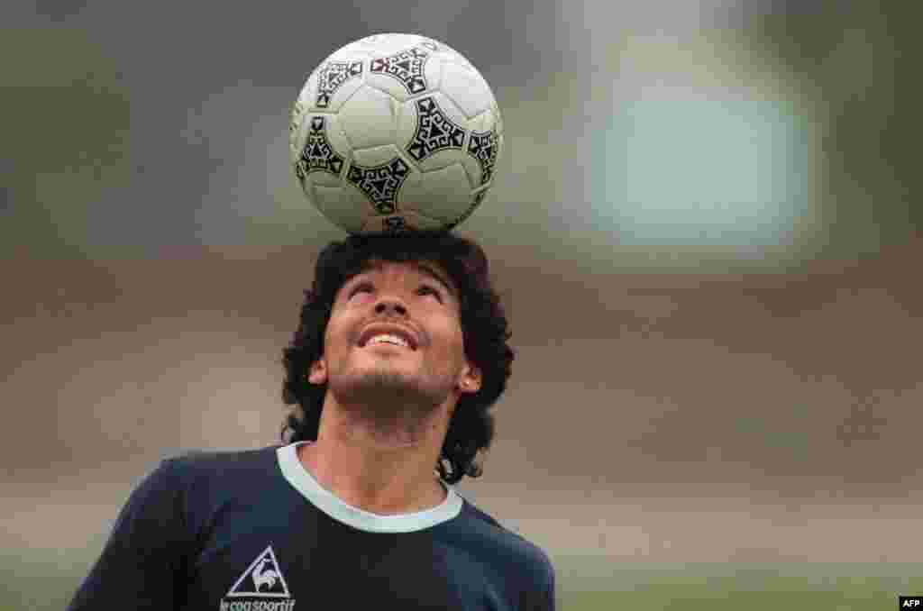 Дієго Марадона здобув славу, граючи у складі італійського клубу «Наполі». Окрім того, він був чемпіоном і віцечемпіоном світу в складі збірної Аргентини. Після перемоги на Мундіалі він став усесвітньо знаменитим футболістом