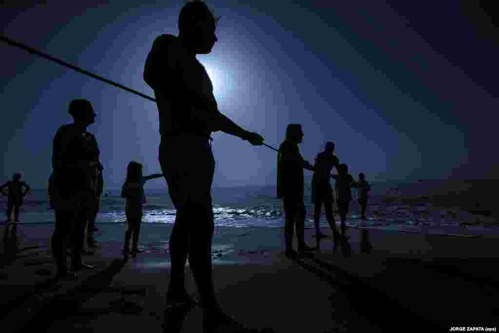 Fishermen attend an event evoking the ancient trade of fishing on Los Boliches beach in Fuegirola in Spain on August 15. (epa/Jorge Zapata)
