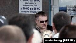 Анатоль Шумчанка на страйку прадпрымальнікаў у Менску, ранішняе фота