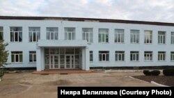 Здание школы в селе Крайнем Сакского района, Крым, октябрь 2018 год