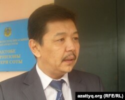 Ағызбек Төлегеновтің адвокаты Зайдулла Қалдыбаев. Ақтөбе, 19 қазан 2011 жыл.