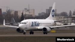 """""""Боинг 737-500"""" авиакомпании """"ЮТэйр"""" в международном аэропорту Киева. 2015 год"""