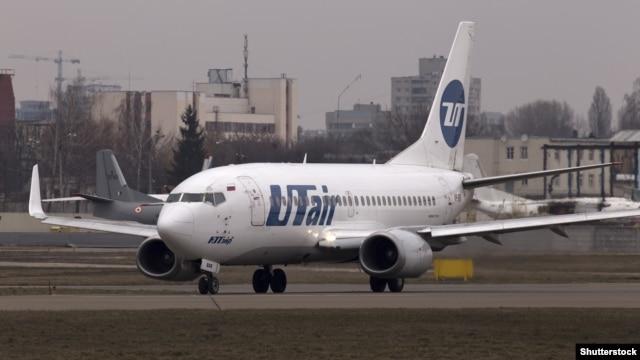 «Боїнг» авіакомпанії «Ютейр» в міжнародному аеропорту «Київ» (Жуляни)