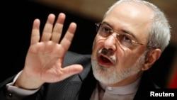 محمد جواد ظریف در نیویورک به سر میبرد؛ جایی که نخستین دیدار خود را با کاترین اشتون طی یک نهار کاری انجام داده است
