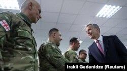 Йенс Столтенберг с участниками командно-штабных учений НАТО-Грузия, 25 марта 2019 г.