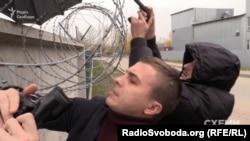 Охорона Медведчука перешкоджає зйомці журналістів «Схем» біля VIP-терміналу аеропорту «Київ»