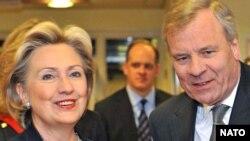 Белгия - АКШ мамлекеттик катчысы Хиллари Клинтон жана НАТОнун баш катчысы Яаап де Хооп Схеффер министрлер жыйынында.5-март 2009-жыл.