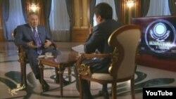 Скриншот видео фильма «С Назарбаевым о главном», показанного в эфире казахстанских каналов 1 июля 2015 года.