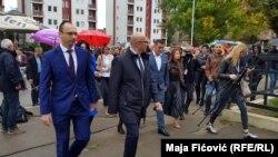 Përfaqësuesit e Listës Serbe në ditën e zgjedhjeve parlamentare në Kosovë, më 6 tetor 2019, në Mitrovicën e Veriut.