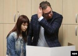 Александр Вучич голосует с дочерью