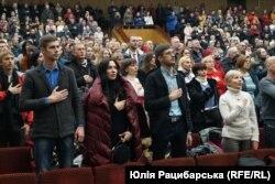 У Дніпрі показ фільму розпочався з виконання гімну України
