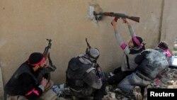 Сирия үкімет күштерімен соғысып жатқан көтерілісшілер. Дамаск, Сирия, 2013 жыл. (Көрнекі сурет)
