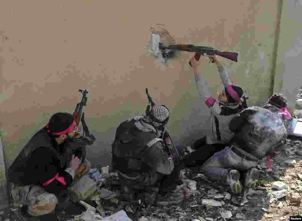 Sirija - Pripadnici oslobodilačke vojske, Damascus, 3. februar 2013. Foto: Reuters / Goran Tomašević