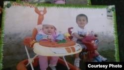 Фотография старших детей семьи Ахлиддина Абдуллоева и Саломат Пировой - Алишера и Садбарг.