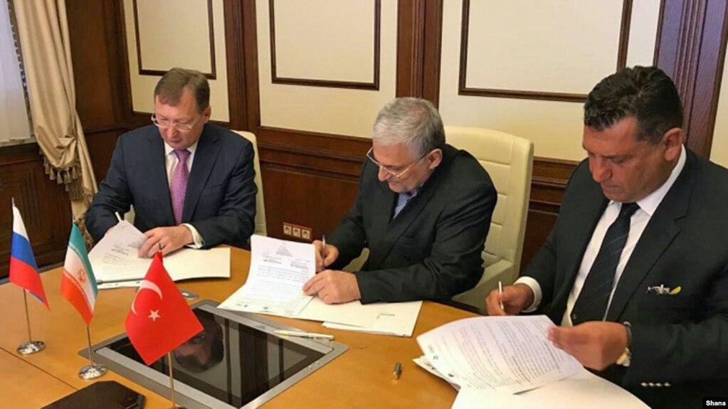 تصویر منتشر شده در خبرگزاری وزارت نفت از عقد قرارداد سهجانبه همکاری بین شرکت غدیر و دو شرکت روسی و ترکیهای