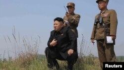 Հյուսիսային Կորեայի առաջնորդ Կիմ Չեն Ինը հետևում է զորավարժությունների ընթացքին, արխիվ