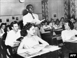 17-летний Натаниэль Стюард в школе Св.Доминика в Вашингтоне, 1954. Фото AFP