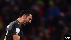 بوفون، کاپیتان تیم ملی ایتالیا، میگوید که این شکست میتواند از نظر اجتماعی اهمیت بسیاری داشته باشد