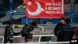 Мігранты, дэпартаваныя з Эўразьвязу ў Турцыю. 8 красавіка 2016 году.