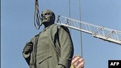 Lenin detronat la București