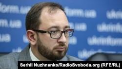 За словами Миколи Полозова, до поранених Андрія Ейдера, Андрія Артеменка та Василя Сороки не допускають українських лікарів