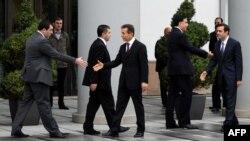 """Президент Саакашвили """"Грузин кыялы"""" коалициясынын лидери Бидзина Иванишвили менен жолугууда. 9-октябрь, 2012."""