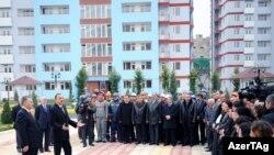 Ильхам Алиев, выступая на церемонии сдачи в эксплуатацию жилых зданий, построенных для 369 семей вынужденных переселенцев в Бинагадинском районе Баку, 17 ноября 2009 года