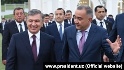 Хоким Ташкента Джахонгир Артыкходжаев, являющийся владельцем самой крупной бизнес-империи в Узбекистане, считается лицом, приближенным к президенту Шавкату Мирзияеву и его семье.