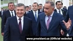 Tashkent Mayor Jahongir Ortiqkhojaev (right) with President Shavkat Mirziyoev (file photo)