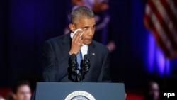 АҚШ-тың 44-президенті Барак Обама ел басшысы ретінде сөйлеген қоштасу сөзінде көзіне жас алды. Чикаго. 10 қаңтар, 2017 жыл.