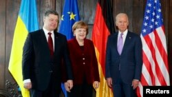Президент України Петро Порошенко, канцлер Німеччини Анґела Меркель та віце-президент США Джо Байден