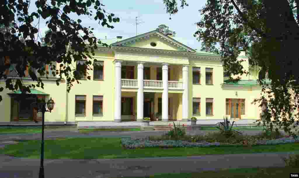 An estate west of Moscow, Novo-Ogaryovo was recognized as an official presidential estate in 2000. It had been a vacation retreat for Soviet leaders and was mostly unused in the 1990s.