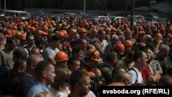 Работники «Гродножилстроя» на забастовке. Беларусь, Гродно, 17 августа 2020 года