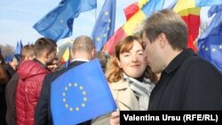 Moldovan Foreign Minister Natalia Gherman and Deputy Prime Minister for Reintegration Eugen Carpov at the rally in Chisinau on November 3.