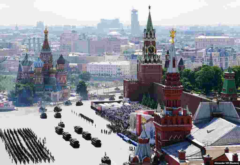 Красна площа в Москві під час параду Перемоги 24 червня. Лідер російської опозиції Олексій Навальний підрахував, що парад коштував щонайменше 1 мільярд рублів, або 14,5 мільйонів доларів