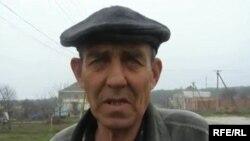 Крымский татрин Сервер дает интервью Азаттыку.