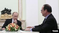 Встреча Путина (слева) и Олланда в Кремле (архив)