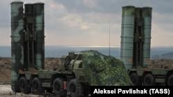 Ресейдің Украинадан аннексиялаған Қырым түбегіне орнатқан С-400 зымырандары. 2017 жыл.