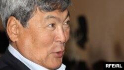 Тұңғыш қазақ ғарышкері Тоқтар Әубәкіров екі оппозицялық партияның бірігу съезінде. Алматы, 24 қазан 2009 жыл.