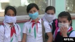 Tajik schoolchildren requested to wear face masks in order to prevent swine flu.