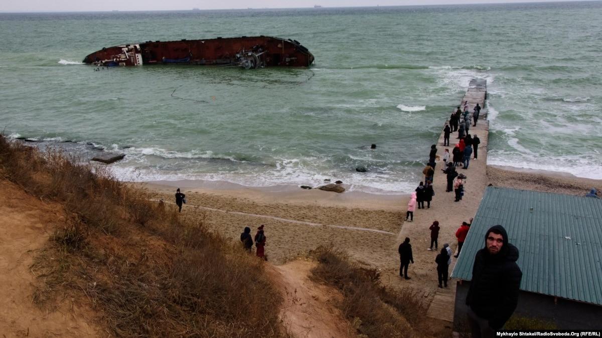 От экологов требуют решение об угрозе для людей от затонувшего судна в Одессе
